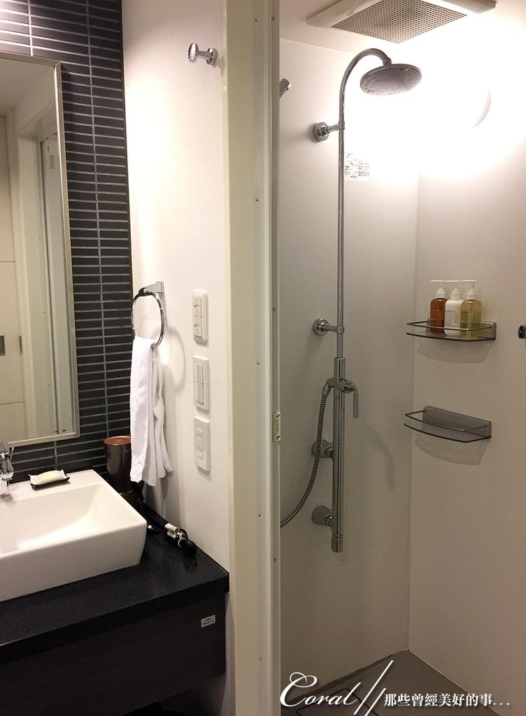 紅葉飄飄15日東京自由行--Day 7自煮趣:12●浴室乾溼分離,並且是我喜歡的色調.JPG