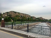 2019Amazing!穿越古絲路上的中亞五國之旅(14-4)--烏茲別克斯坦之聖丹尼爾陵墓:02●聖丹尼爾陵墓 Mausoleum of St. Daniel位於錫伯河畔的一個低矮的懸崖上.JPG