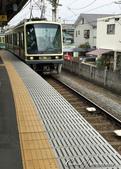 2017關東10日樂得自在:●很奇妙的景觀─住家後院就可以看到電車經過.JPG