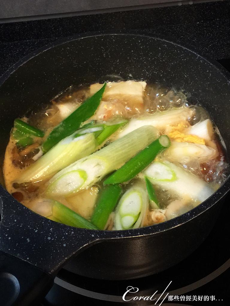 紅葉飄飄15日東京自由行--Day 7自煮趣:15●依序烹煮食材,來做一碗什菜湯.JPG