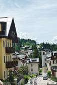 2018不思議之克、斯、義秘境歐遊記(8~1)--陶醉蠆意大利邊境 Dolomites (德洛米堤山:11●隨著山勢起伏的山城小鎮,嗅不到義大利氣息,倒是很像置身在瑞士的山間,難道是因為德洛米堤山脈屬於阿爾卑斯