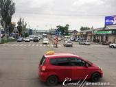 2019Amazing!穿越古絲路上的中亞五國之旅(5-5)--吉爾吉斯斯坦之伴著傳統樂曲表演的晚餐:02●接近市區的窗景,有別於郊野,漸漸地出現了等在車站前的群眾、商店、大賣場與車陣,還有幾個屬於國家的大型建