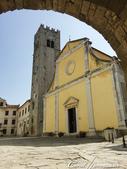 2018不思議之克、斯、義秘境歐遊記(5~1)--蒼翠山丘上的莫托溫山城 Motovun:01●莫托溫山城 Motovun內的聖史蒂芬教堂(Church of St. Stephen)與13世紀哥德式鐘樓.JPG