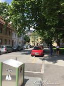 2018不思議之克、斯、義秘境歐遊記(6~3)--中古世紀盧比安納城堡 Ljubljana Cast:03●在有微風徐徐吹來的太陽底下,步行一小段路,欣賞盧比安納舊城區的街景與來往行人品味,是件挺浪漫的事.JPG