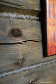 2018印象翻轉的俄羅斯奇幻之旅(5-3)--散發古老歲月味道的木造建築博物館與農民生活博物館:08●為了避寒,這棟教堂較矮、窗戶也較少,除了冬季可在此生火取暖,木板之間也塞進麻繩預防冷風灌入室內.JPG