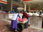 2019Amazing!穿越古絲路上的中亞五國之旅(7-4)--塔吉克斯坦之摩登市集:09●即使是在摩登現代的市集做生意,還是有傳統載運工具來往上貨下貨.JPG