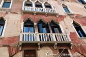 2018不思議之克、斯、義秘境歐遊記(7~1)--從貢多拉Gondola上看水道旁的門扉與窗景:L1080190.JPG
