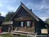 2018印象翻轉的俄羅斯奇幻之旅(5-3)--散發古老歲月味道的木造建築博物館與農民生活博物館:21●為防積雪及地氣帶來寒意,每幢木屋都有加高的設計.JPG