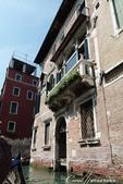 2018不思議之克、斯、義秘境歐遊記(7~1)--從貢多拉Gondola上看水道旁的門扉與窗景:L1080178.JPG