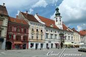 2018不思議之克、斯、義秘境歐遊記(1)--斯洛維尼亞古城巡禮:38●就這樣,一路走到德拉瓦河畔的市政廳廣場上的市政廳,據說希特勒曾在現今插著歐盟旗、斯洛維尼亞國旗及馬利博