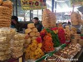 2019Amazing!穿越古絲路上的中亞五國之旅(6-3)--吉爾吉斯斯坦之Osh Bazaar:14●有不同顏色與造型的油炸物,像是高高堆起的城堡.JPG