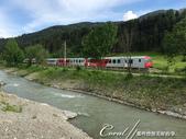 2018不思議之克、斯、義秘境歐遊記(8~3)--阿爾卑斯山城小鎮 Sillian 錫利安的恬靜小時:34●等待的是另外一種色系的列車.JPG