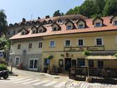 2018不思議之克、斯、義秘境歐遊記(6~3)--中古世紀盧比安納城堡 Ljubljana Cast:02●在有微風徐徐吹來的太陽底下,步行一小段路,欣賞盧比安納舊城區的街景與來往行人品味,是件挺浪漫的事.JPG