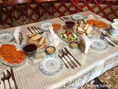 2019Amazing!穿越古絲路上的中亞五國之旅(5-3)--吉爾吉斯斯坦之蒙古包風味餐:05●游牧風情的環境搭配西式餐桌擺設,東西方的交匯在此迸出燦爛的視覺火花.JPG
