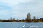 2019Amazing!穿越古絲路上的中亞五國之旅(5-2)--吉爾吉斯斯坦之伊塞克湖:10●從湖中望向湖邊高高低低的的別墅群與樹,是另一種賞景的角度.JPG
