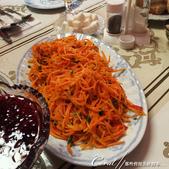 2019Amazing!穿越古絲路上的中亞五國之旅(5-3)--吉爾吉斯斯坦之蒙古包風味餐:12●色彩繽紛的前菜與琳瑯滿目的擺盤 (1).JPG