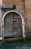 2018不思議之克、斯、義秘境歐遊記(7~1)--從貢多拉Gondola上看水道旁的門扉與窗景:L1080198.JPG