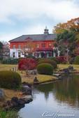 紅葉飄飄15日東京自由行--我在小石川植物園:19●紅白相間的西式建築物曾是建於明治9年的舊東京醫學校的本館.JPG