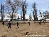 2019Amazing!穿越古絲路上的中亞五國之旅(5-3)--吉爾吉斯斯坦之蒙古包風味餐:16●一派輕鬆在國王的球場(=隱形)上踢足球的小朋友,又是一幅寫實呈現吉爾吉斯面貌的畫面,只見小男孩個個面目清