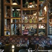 2018印象翻轉的俄羅斯奇幻之旅(2-6)--俄式牧場創意料理的新風味:10●妝點整體氣氛的是晶瑩的玻璃器物,與傳統圖騰的織物,軟硬搭配下,形成了這個處處有景、百看不厭的用餐環境.JPG