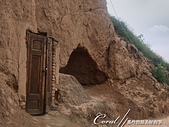 2019Amazing!穿越古絲路上的中亞五國之旅(14-4)--烏茲別克斯坦之聖丹尼爾陵墓:06●古老開心果樹後方還有一處由過去前往陵墓的舊木門與一個隱士洞穴構成的遺蹟.JPG