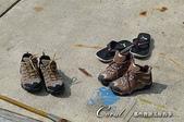 ●假日隨手拍:●上船前的禮貌,先將鞋子脫掉,換上帆船鞋或是赤腳.jpg