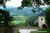 2018不思議之克、斯、義秘境歐遊記(9)--霍恩斯特維茨城堡 Burg Hochosterwitz:15●登堡健行的路途,可沿著城牆一路飽覽平原風光.JPG