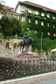 2018不思議之克、斯、義秘境歐遊記(2~1)--克羅埃西亞首都札格雷布Zagreb:25●一會兒來到聖喬治屠龍像前,大夥圍著它打轉,因為四週豎起了圍欄,不怎麼好拍.JPG
