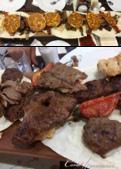2019Amazing!穿越古絲路上的中亞五國之旅(7-6)--塔吉克斯坦首都杜尚別之烤肉串大餐:13●鋪著餡料的烤餅分食後,底下的綜合烤肉才是這道美食的主角,除了各部位的牛肉外,還有雞肉、羊排,與烤的香滋