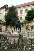 2018不思議之克、斯、義秘境歐遊記(2~1)--克羅埃西亞首都札格雷布Zagreb:26●一會兒來到聖喬治屠龍像前,大夥圍著它打轉,因為四週豎起了圍欄,不怎麼好拍.JPG