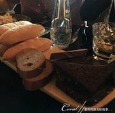 2018印象翻轉的俄羅斯奇幻之旅(2-6)--俄式牧場創意料理的新風味:13●可自選口味取用的兩種麵包.JPG