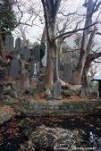 紅葉飄飄15日東京自由行--成田山新勝寺:29●池畔的石碑與雕像.JPG
