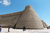 2019Amazing!穿越古絲路上的中亞五國之旅(13-4)--烏茲別克斯坦之布哈拉亞克要塞:06●亞克要塞外牆獨特的輪廓,果然為這座堡壘披上神秘又綺麗的色彩,想像著過去靜靜佇立在一片黃漠中的樣子,說它