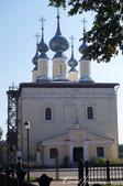 2018印象翻轉的俄羅斯奇幻之旅(5-1)--光明與誨暗層經在此併存的聖艾烏非米夫斯基救世主修道院:03●導遊未加著墨的路邊白色小教堂,看來在歷史上並無可圈可點的重要性,但也散發了一種引人注目的寧靜氣氛.JPG