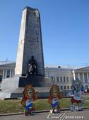 2018印象翻轉的俄羅斯奇幻之旅(4-2)--弗拉基米爾世界文化遺產之白色古蹟群:聖母升天大教堂與聖:06●建立於蘇聯解體前的建城紀念碑上刻有這個老城鎮在歷史上的每個重要階段.JPG
