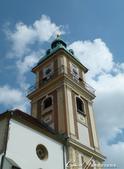 2018不思議之克、斯、義秘境歐遊記(1)--斯洛維尼亞古城巡禮:47●自燈塔頂端往下眺望,藍天白雲、紅白相間的建築群與成蔭綠樹,盡收眼底.JPG
