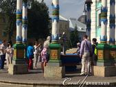 2018印象翻轉的俄羅斯奇幻之旅(6-2)--宛如置身遊樂園的謝爾蓋聖三一修道院:11●之後,又在小禮拜堂旁蓋了一座漂亮的聖水亭,這裡也可以提供民眾取水,只見絡繹譯不絕的遊客拿著瓶瓶罐罐到此