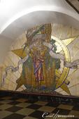 2018印象翻轉的俄羅斯奇幻之旅(3-1)--目眩神迷在宛如藝術殿堂的莫斯科地鐵站:18●名為「世界和平」的馬賽克壁畫中,以一位母親懷抱還子的意象,象徵和平與幸福.JPG