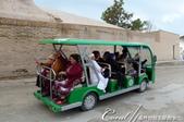 2019Amazing!穿越古絲路上的中亞五國之旅(9-3)--烏茲別克斯坦之希瓦內城:05●省走幾步路的遊客當中也有烏茲別客人,只見他們露齒微笑、一口金牙,景象十分有趣.JPG