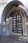 2018印象翻轉的俄羅斯奇幻之旅(2-5)--陰與陽、柔與剛交錯下的莫斯科之心「克里姆林宮」:26●如果沒有記錯的話,導遊說這扇不對外開放的門,就是通往墓室的入口.JPG