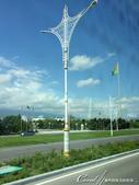 2019Amazing!穿越古絲路上的中亞五國之旅(11-1)--土庫曼斯坦首都──阿什哈巴德:02●寬敞氣派的大馬路、成蔭的綠樹、白色的自用車與白色大理石建築 (3).JPG