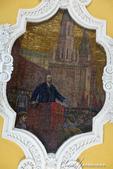 2018印象翻轉的俄羅斯奇幻之旅(3-1)--目眩神迷在宛如藝術殿堂的莫斯科地鐵站:12●鵝黃色的壁面、純白色的雕刻、代表蘇聯時期的人物、事件的精緻馬賽克壁畫,讓候車的月台彷彿也成為了一個訴說