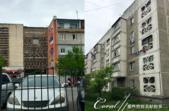 2019Amazing!穿越古絲路上的中亞五國之旅(6-3)--吉爾吉斯斯坦之Osh Bazaar:02●我們的當地導遊非常有技術性的避開入口處的人潮,帶我們循內行人的路徑進出市集,其中經過具有蘇聯遺風的住宅