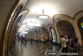 2018印象翻轉的俄羅斯奇幻之旅(3-1)--目眩神迷在宛如藝術殿堂的莫斯科地鐵站:15●第三站是以裝飾風格以彩色玻璃而著稱的Новослобо́дская Novoslobodskaya (新鎮站).JPG