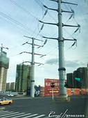 2019夏季內蒙草原風光與西伯利亞貝加爾湖隨心所遇之約(1)--哈爾濱初印象 :03●隨著城市發展、道路拓寬改造,一些曾經樹立在路邊的巨型電線桿,如今尷尬立於馬路中間.JPG