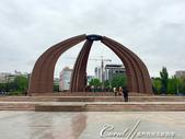 2019Amazing!穿越古絲路上的中亞五國之旅(6-4)--吉爾吉斯斯坦之首都比什凱克勝利紀念碑:01●位於勝利廣場中間的是巨大的勝利紀念碑,紅色花崗岩構築的是一個代表蒙古包形狀,當中有一個等待著丈夫或