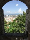 2018不思議之克、斯、義秘境歐遊記(6~3)--中古世紀盧比安納城堡 Ljubljana Cast:15●一幅老石垣、新世紀的窗景.JPG