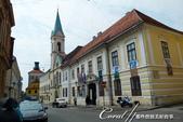 2018不思議之克、斯、義秘境歐遊記(2~1)--克羅埃西亞首都札格雷布Zagreb:36●領隊直指前方紅色小屋頂上貌似煙囪的建物──其實那是個視野極佳的瞭望台,不但可以往上看舊城區,以可望下俯