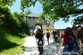 2018不思議之克、斯、義秘境歐遊記(9)--霍恩斯特維茨城堡 Burg Hochosterwitz:11●登堡健行的路途,可沿著城牆一路飽覽平原風光.JPG