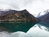 2019Amazing!穿越古絲路上的中亞五國之旅(8-1)--塔吉克斯坦之伊斯坎達爾湖:15●即使天氣不如理想中亮麗,但這沉靜如一面鏡子的美麗湖泊,依舊倒映著壯麗的山色.JPG